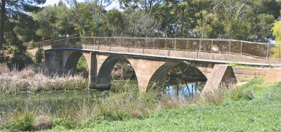 Present bridge, replacing Burra swing bridge